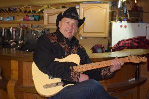 Rolandspielt seit.......eigentlich schon immer Gitarre und ist auf seiner musikalischen Reise über Blues,Rock Mainstream Music bei der American Country Music mit all ihren Facetten angekommen. Hier begeistert ihn neben der typischen Stilistik und Form die Besonderheit,dass in jedem Countrysong eine Geschichte erzählt wird.